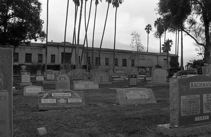 cemetery037